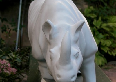 sculpture-rhinoceros-blanc-face