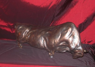 sculpture-taureau-noir-bronze