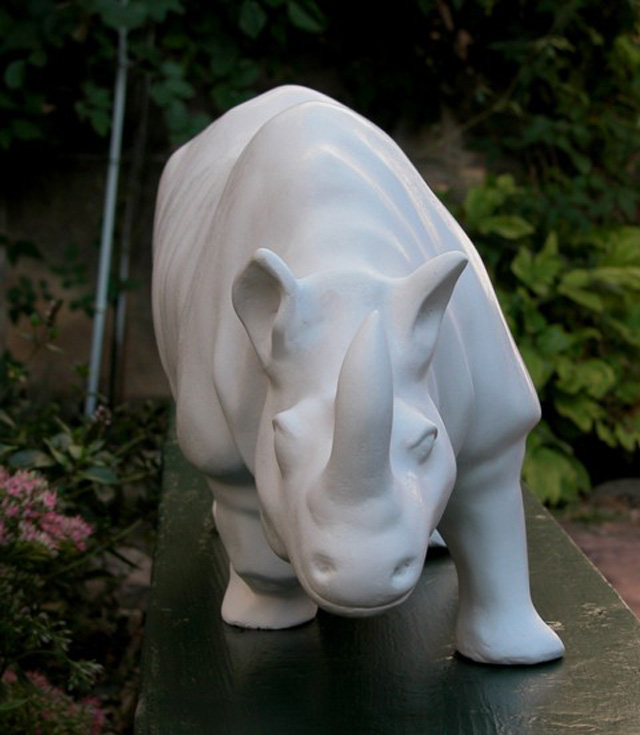 sculpture-charge-rhinoceros