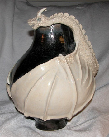 sculpture-dragon-blanc-sur-pot